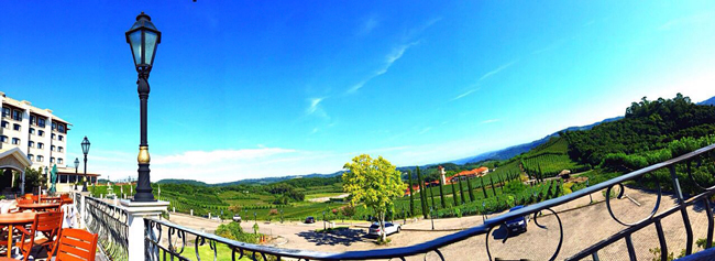 Imagem panorâmica do hotel Spa do Vinho, com frente para a vinícola Miolo.