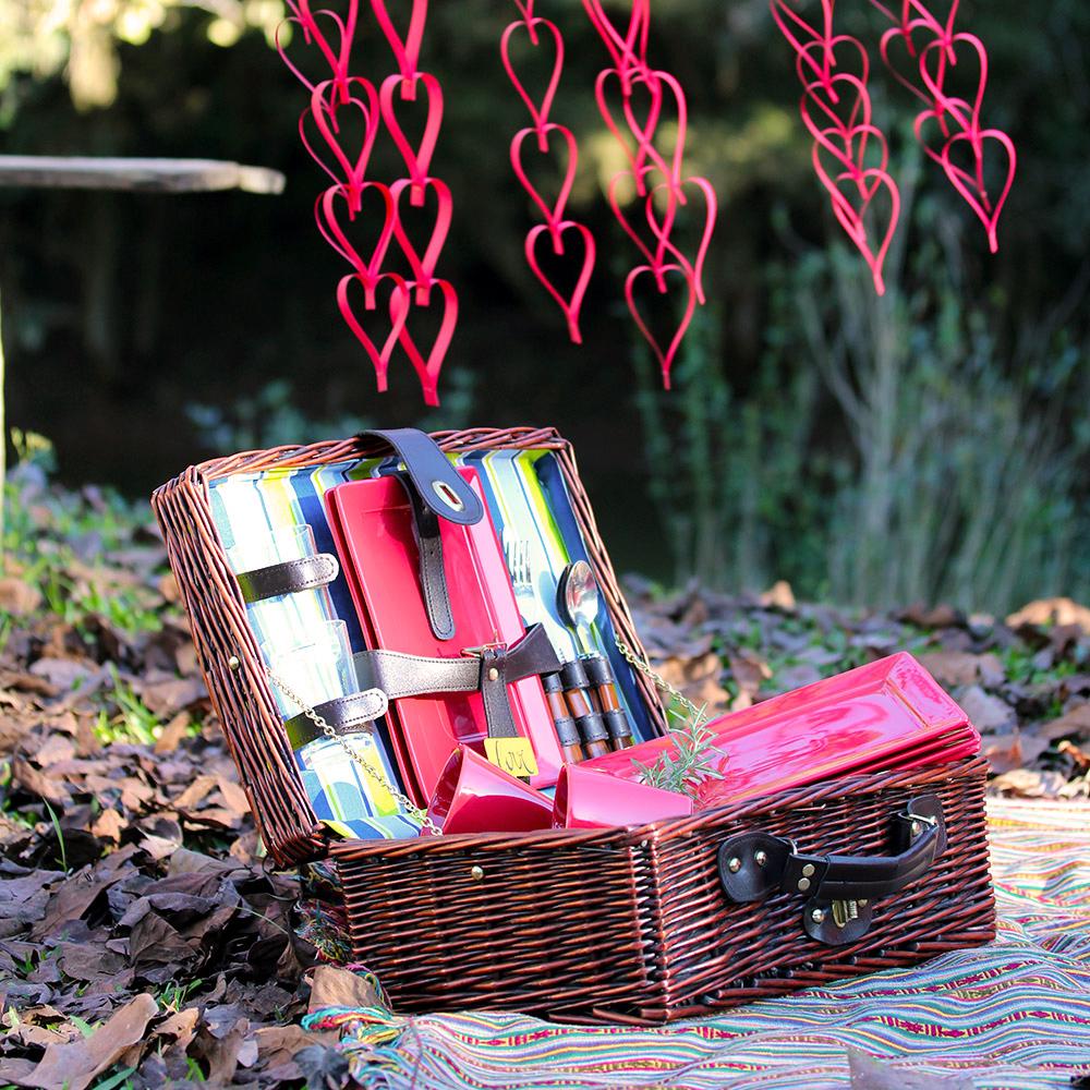 O vermelho é a cor do amor e a gente não poderia concordar mais. O Plateau Red é uma boa pedida para esse clima de romantismo.
