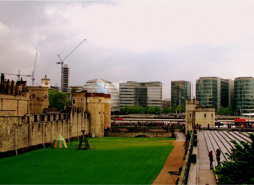 Nesta foto observa-se no lado esquerdo parte da Torre de Londres. Foto: Equipe Oxford.