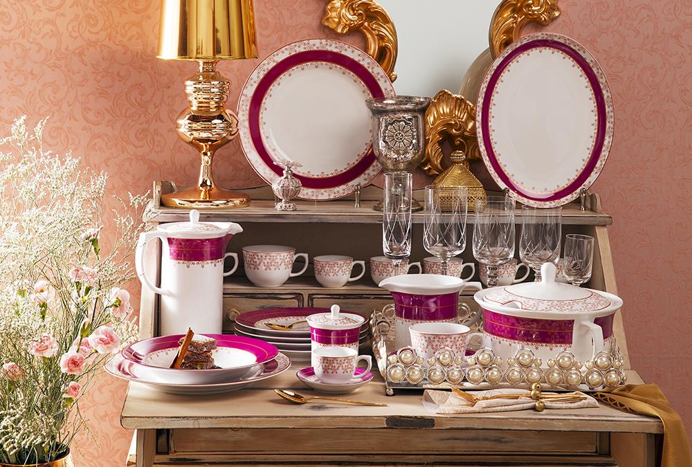 Louças Flamingo Dama de Honra e taças da linha Baronesa vestem a mesa com um traje de gala.