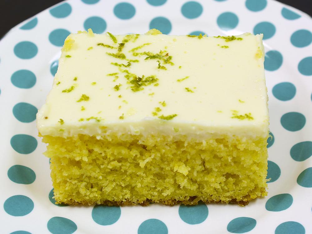 Mousse de limão é a cobertura do bolo de milho