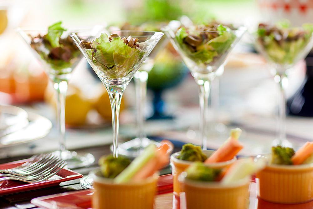 Salada servida na taça