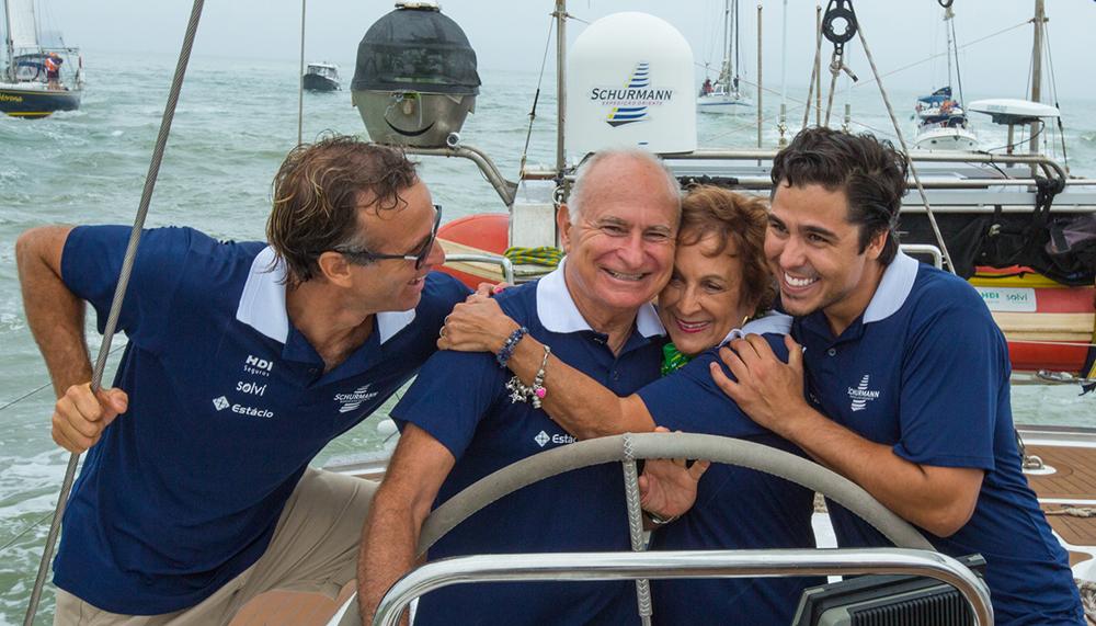 Os Schurmanns na chegada da Expedição Oriente, a mais recente aventura da família. Foto: Divulgação/Alexandre Zelinski.