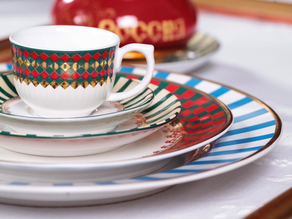 Imagem: Cada peça da decoração Flamingo São Basílio tem uma padronagem diferente, mas juntas elas formam uma elegante composição para a mesa posta.