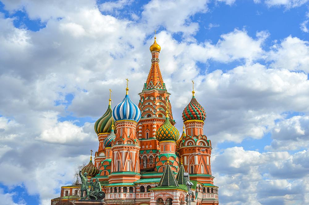 Imagem: Catedral São Basílio, localizada em Moscow. Foto: Bakerjarvis/Shutterstock.