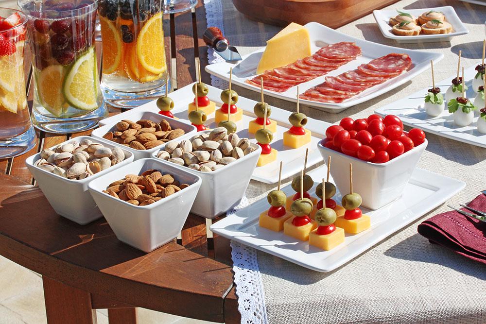 Imagem: As tigelas Quartier Mini podem ser combinadas com pratos do modelo Plateau para uma composição de mesa bem moderna. Foto: Equipe Oxford.