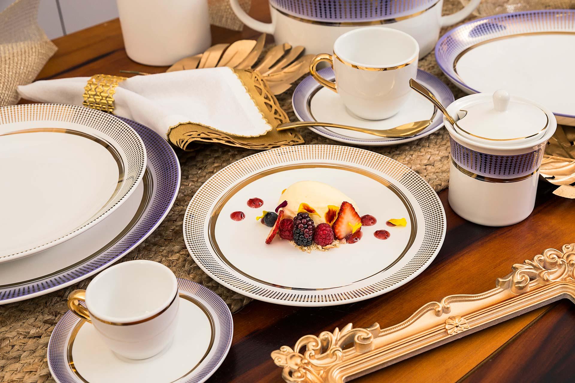 Imagem: A coleção Coup Glam vai levar muita elegância para a mesa. Inspirada na tendência da expressão criativa, que valoriza características da pintura manual, a decoração também traz uma padronagem geométrica. A cor é uma das apostas para o ano.