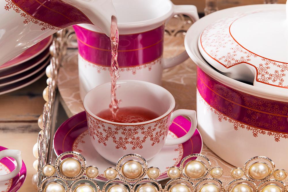 Imagem: Como não sentir felicidade degustando um chazinho numa louça linda como essa? Coleção Flamingo Dama de Honra da Oxford Porcelanas.