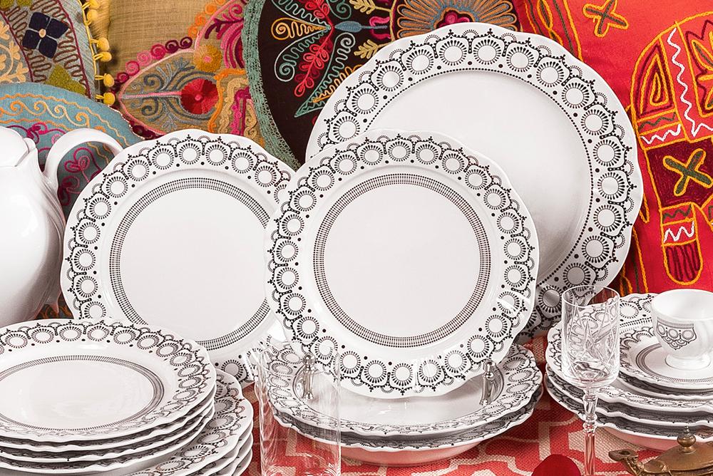 Imagem: A coleção Soleil Henna da Oxford Porcelanas está disponível em aparelhos de jantar de 20, 30 e 42 peças. Além disso, você também pode adquirir os conjuntos somente de pratos ou de xícaras.