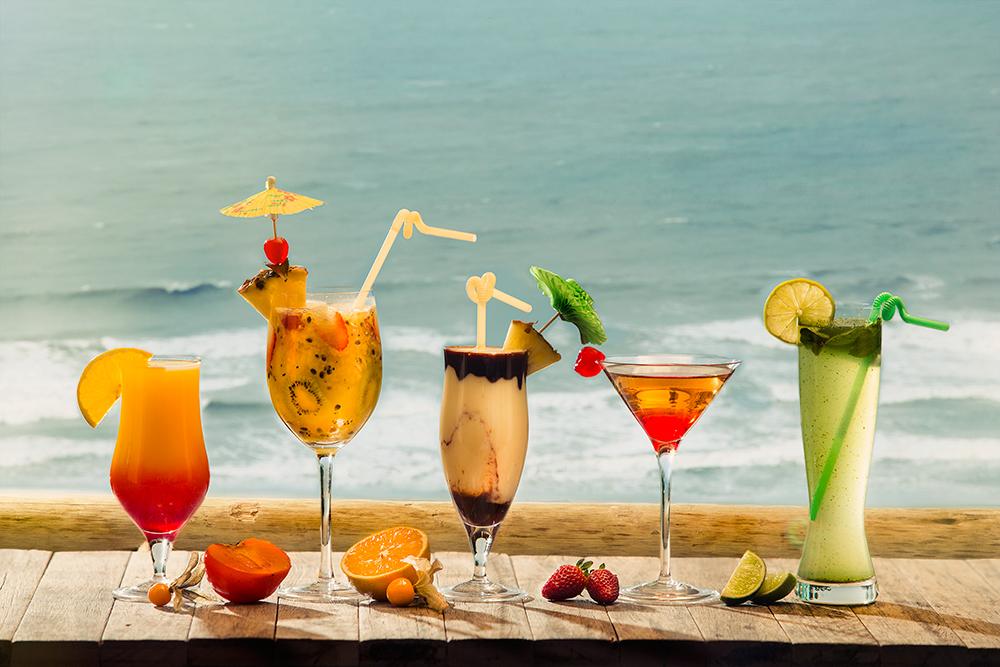 Imagem: Os drinks ficam lindos com a transparência das taças e copos da Oxford Crystal.