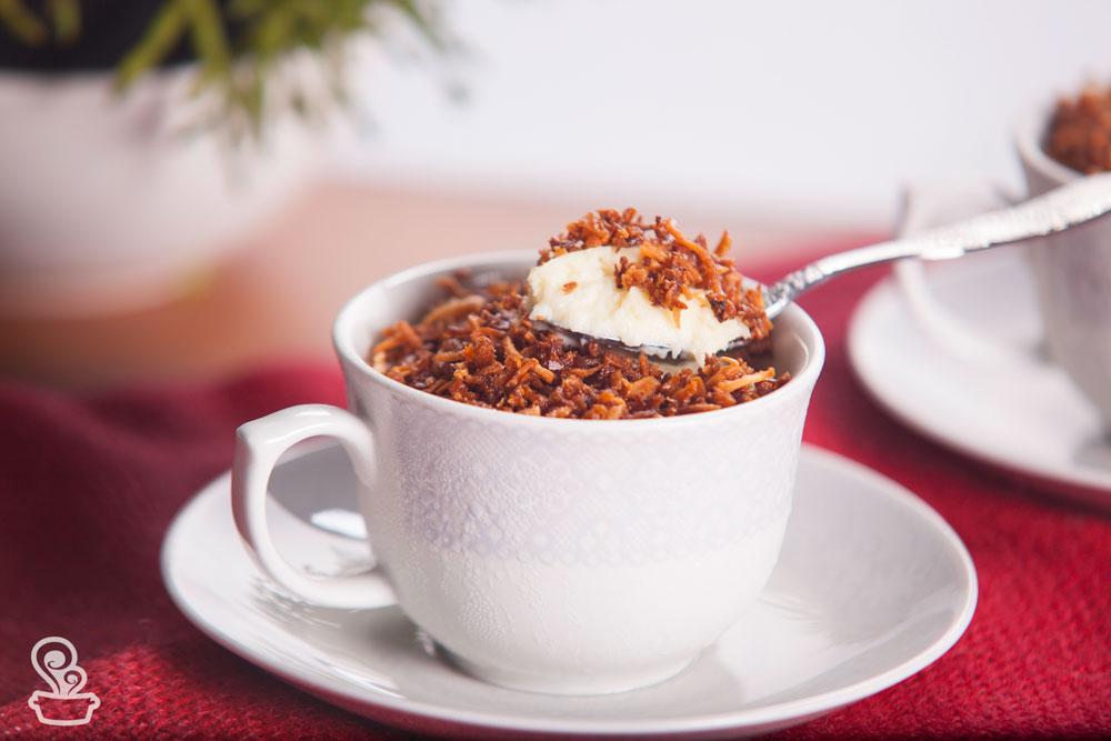 Sobremesa cremosa de coco leve e refrescante
