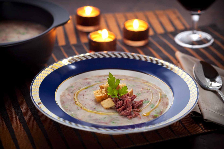 Imagem: Um caldo delicioso que pode ser servido até mesmo como prato principal. Foto: Raphael Günther/Bespoke Content.