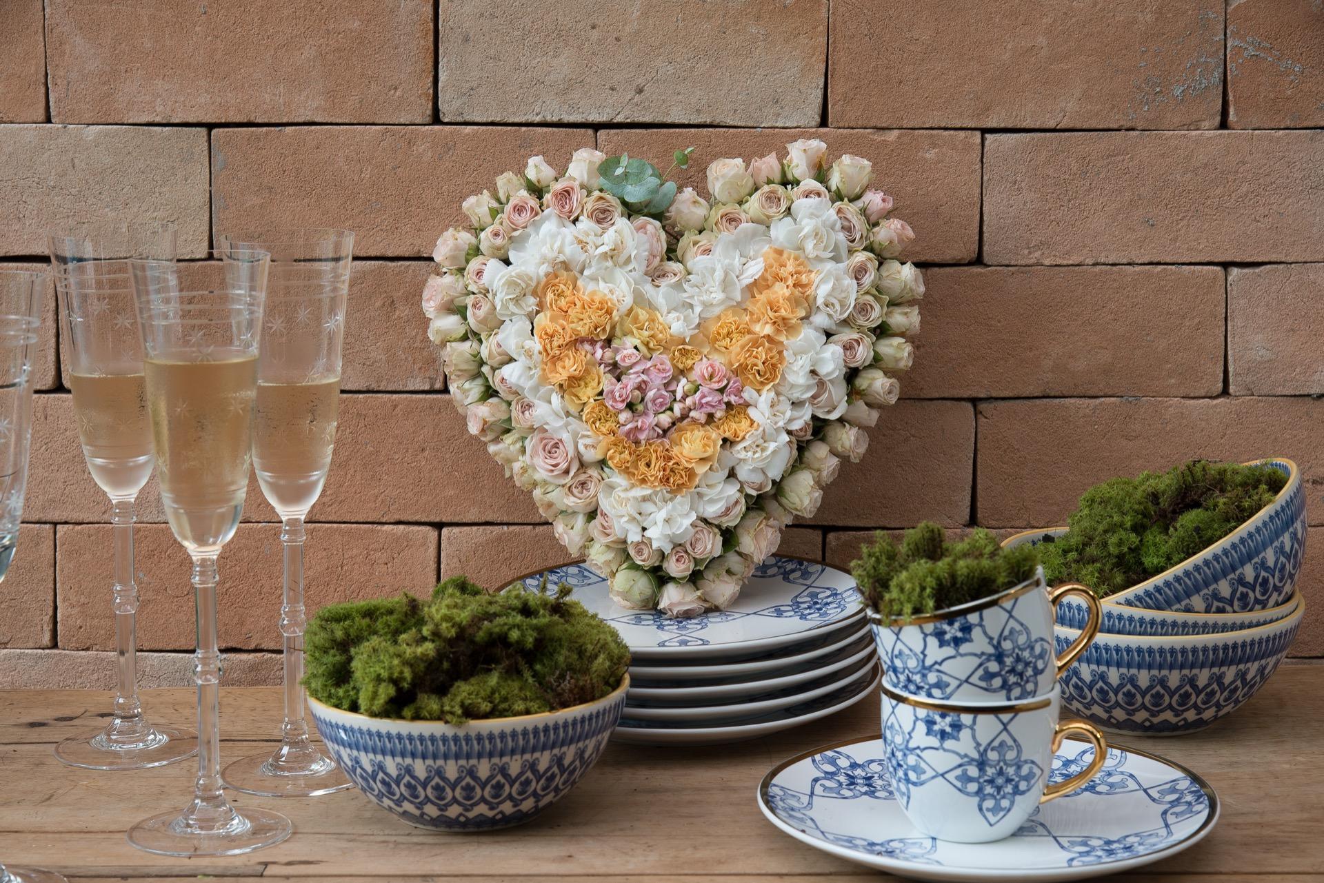 Imagem: Um arranjo de flores completa a decoração. Foto: Cacá Bratke.