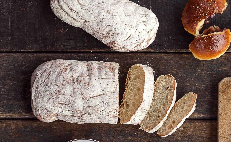 Imagem: Ciabatta é um pão presente na história da Itália desde o século XII. Foto: Raphael Günther/Bespoke Content.