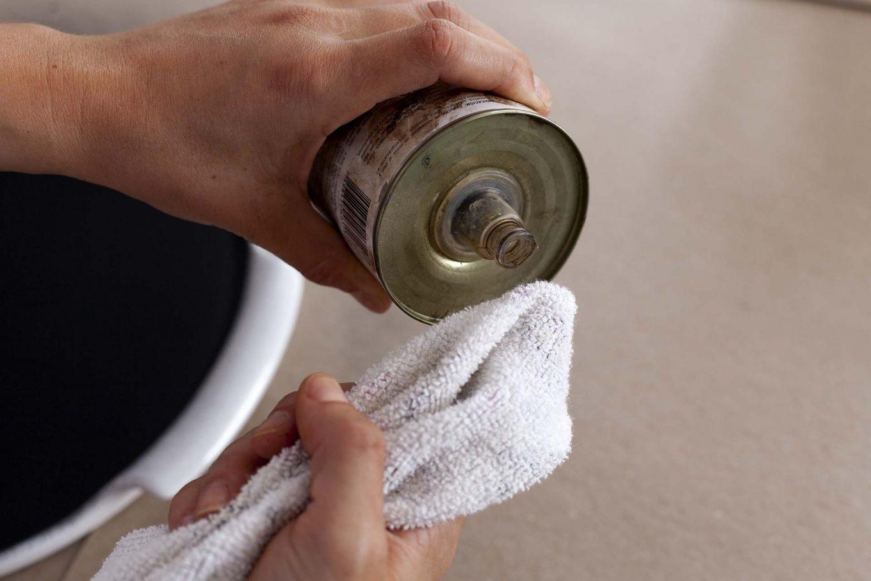 Imagem: É possível remover os excessos de tinta com solvente. Foto: Raphael Günther/Bespoke Content.