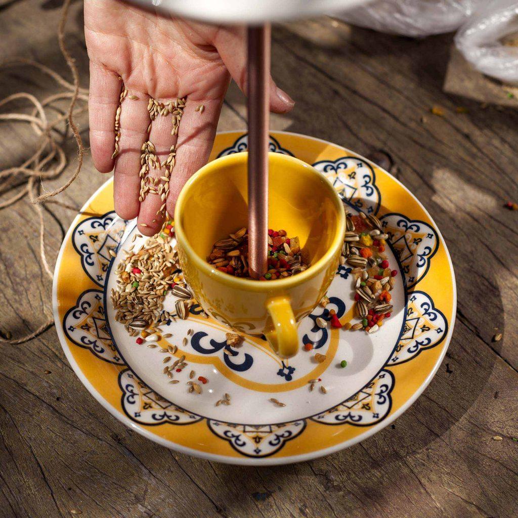 Imagem: Passo 7: Por fim coloque as comidinhas nos recipientes e pronto. Foto: Raphael Günther/Bespoke Content.