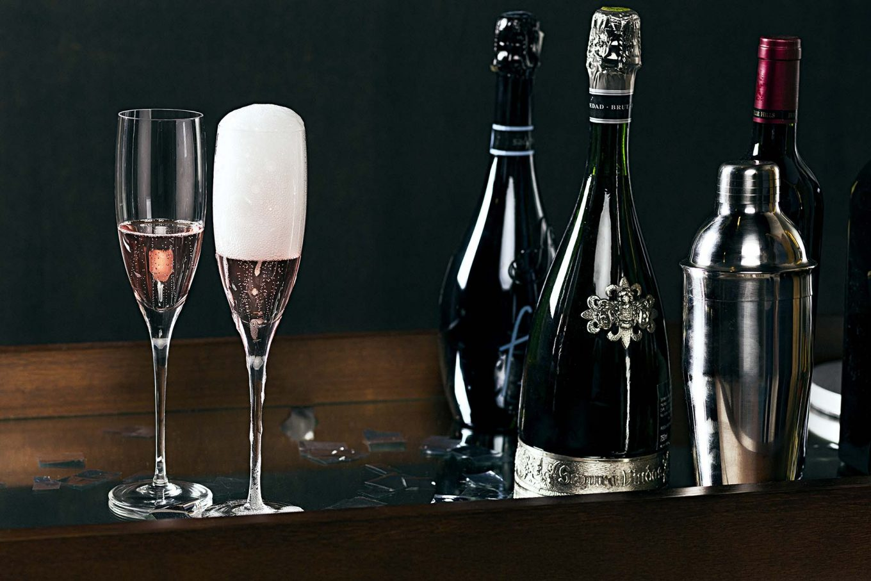Imagem: Também existem espumantes do tipo Rosé. Taças da coleção 517 Classic da Oxford Crystal.