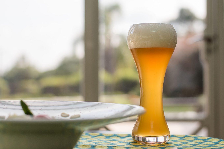 Imagem: Os sabores do risoto de aspargos e da cerveja Weizen se equilibram. Foto: Karla Rudnick.