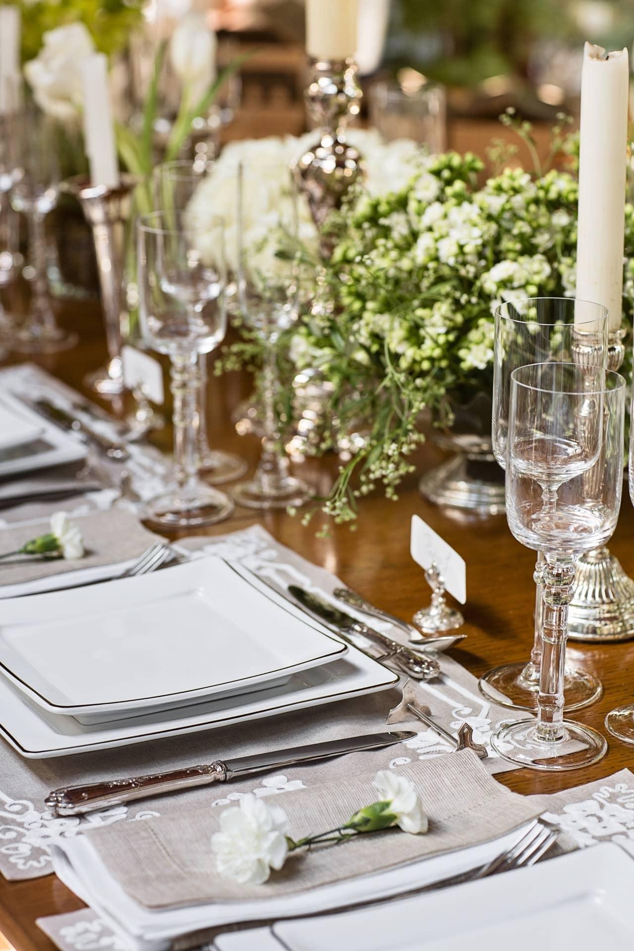 Imagem: Inspire-se com a nossa linda mesa posta e arrase no jantar formal com colegas de trabalho. Foto: Elisa Correa.