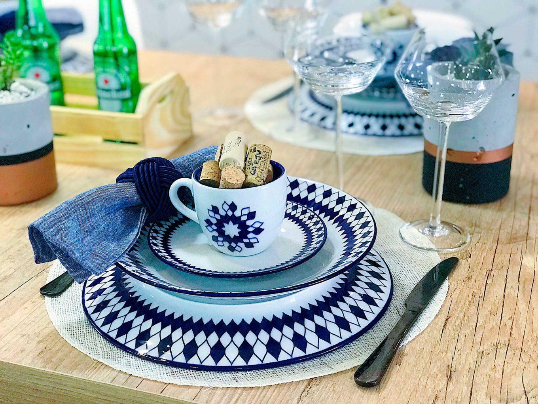 Imagem: Uma xícara com rolhas se torna um item decorativo para a mesa e ainda pode despertar lindas lembranças: bons vinhos em momentos felizes. Foto: Meu Apê 34.