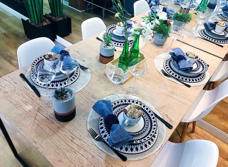 Imagem: Mesa para o Dia dos Pais montada com louças da coleção Coup Chess, da Oxford Porcelanas. Produção da Cá e do Jú, do blog Meu Apê 34.