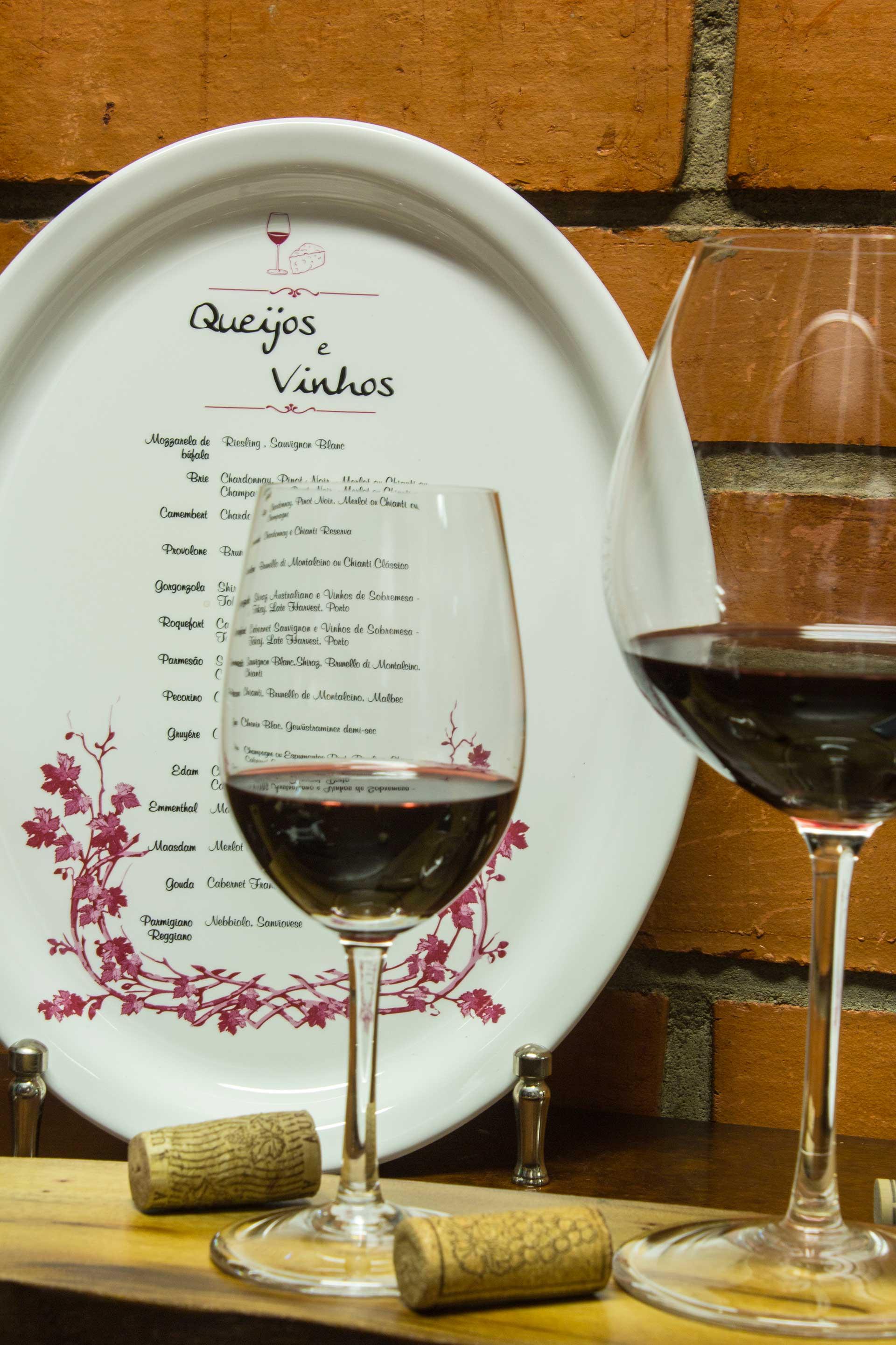 Imagem: Servir os vinhos na temperatura ideal é muito importante para o sucesso da degustação. Foto: Equipe Oxford.