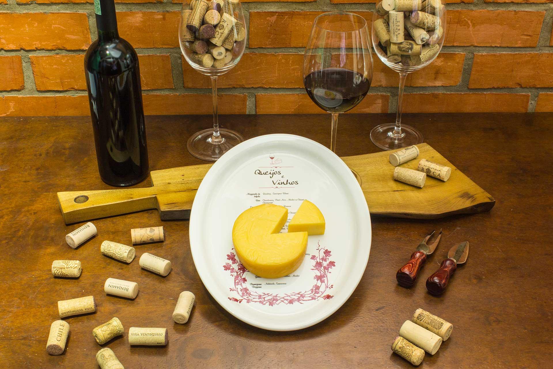 Imagem: A harmonização entre queijos e vinhos é uma das mais desejadas e é a combinação perfeita para as noites mais frias de inverno. Foto: Equipe Oxford.