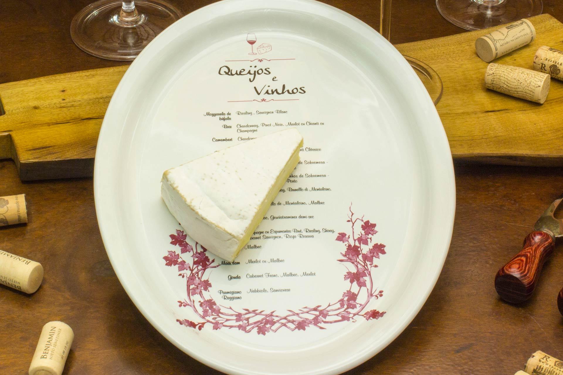 Imagem: Na hora de harmonizar queijos e vinhos, é importante levar em consideração os fatores como o teor de sal, gordura e persistência do sabor dos queijos. Foto: Equipe Oxford.