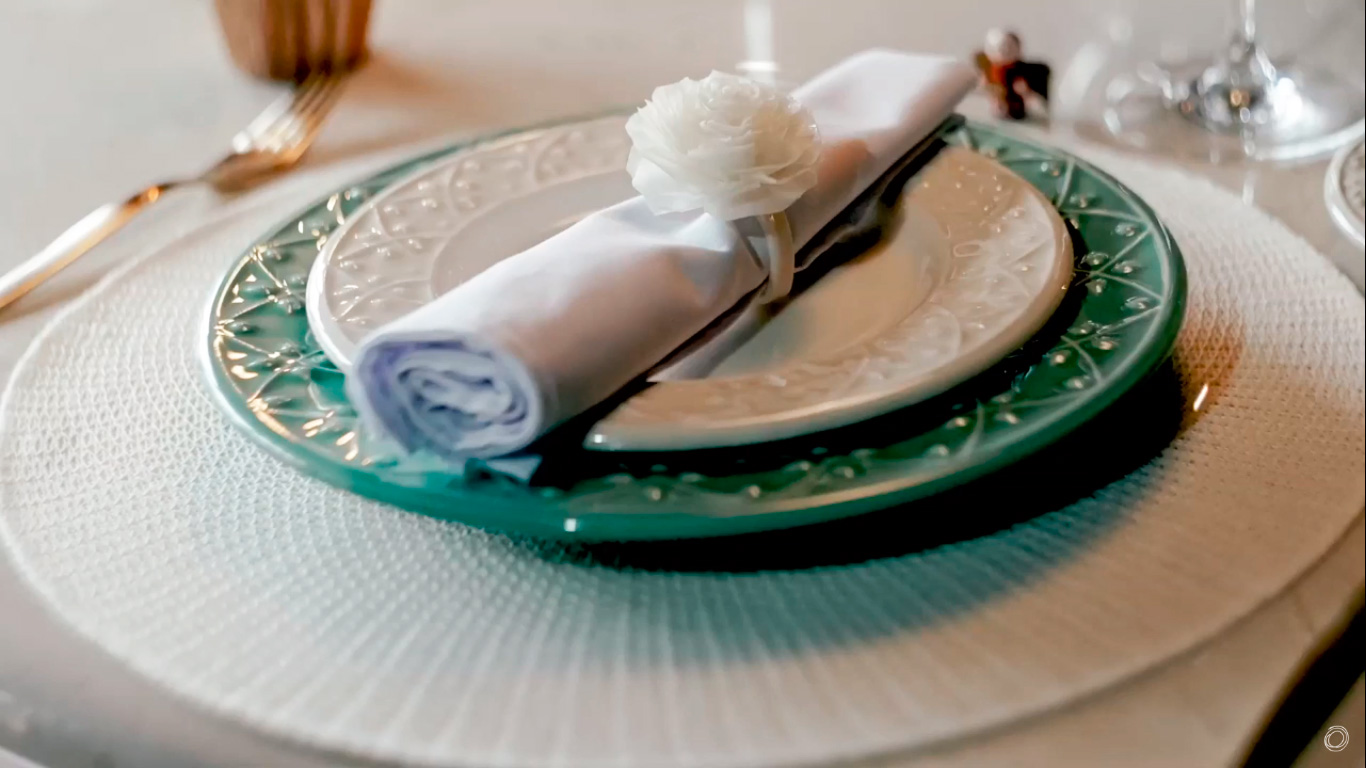 Imagem: Louça para o almoço de Natal perfeito: uma combinação entre as coleções Mendi Sálvia e Mendi Marfim, da Oxford Daily.