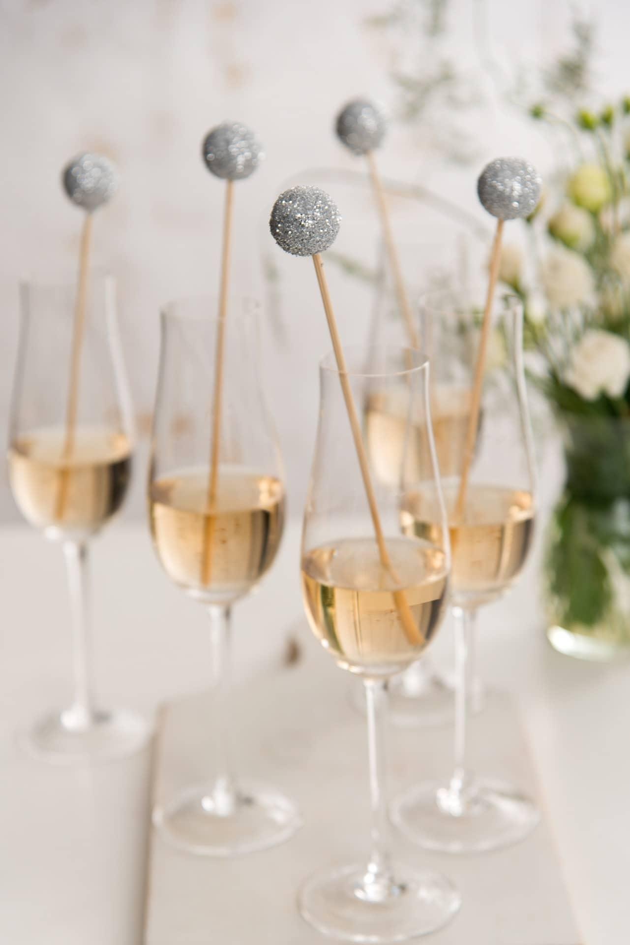 Imagem: O enfeite para drink de Ano Novo está pronto. Agora é só brindar, com a família e os amigos, em grande estilo!Foto: Cacá Bratke.