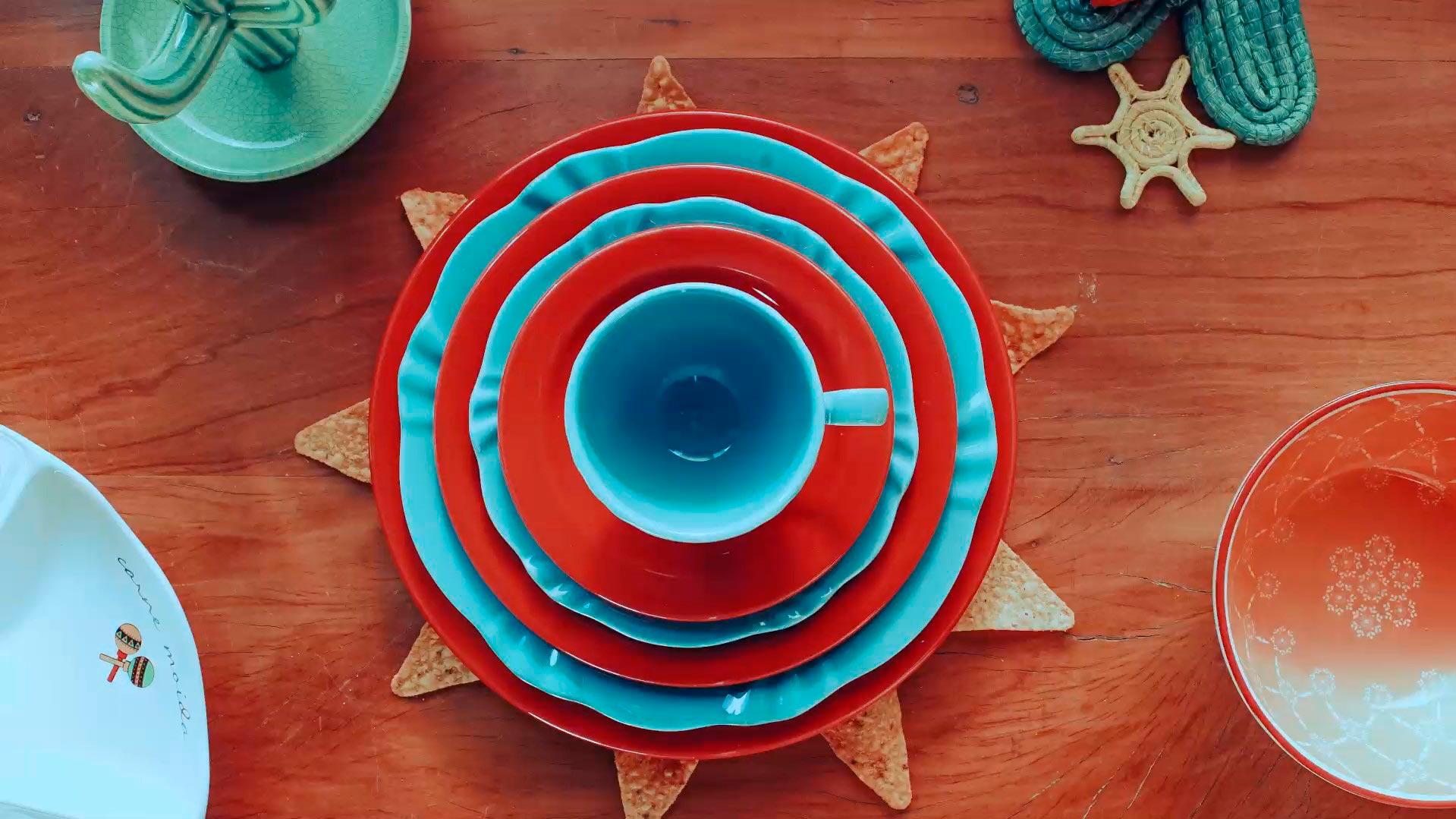 Imagem: Sua festa mexicana pode ser bem ousada. Combinamos as louças das coleções Soleil Dreams e Floreal Red.