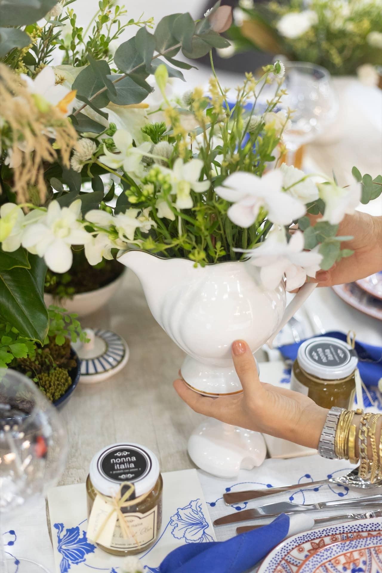 Imagem: No final da refeição, cada convidado leva para casa seu vidro de geleia. É uma forma carinhosa de prolongar o evento. Foto: Carolina Prieto.
