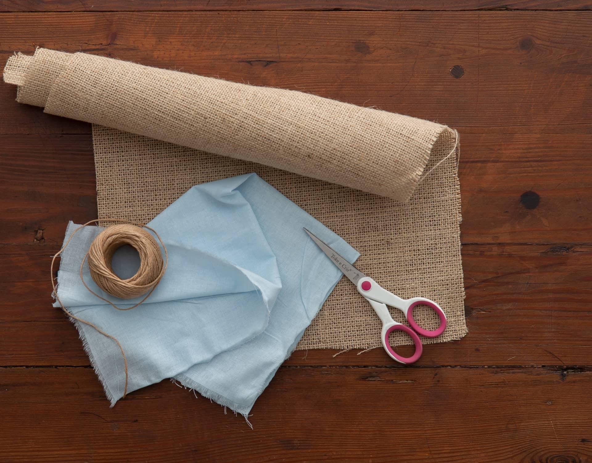 Imagem: Mais fácil e barato, impossível! Para este DIY você só precisa de 3 materiais e uma tesoura. Foto: Cacá Bratke.
