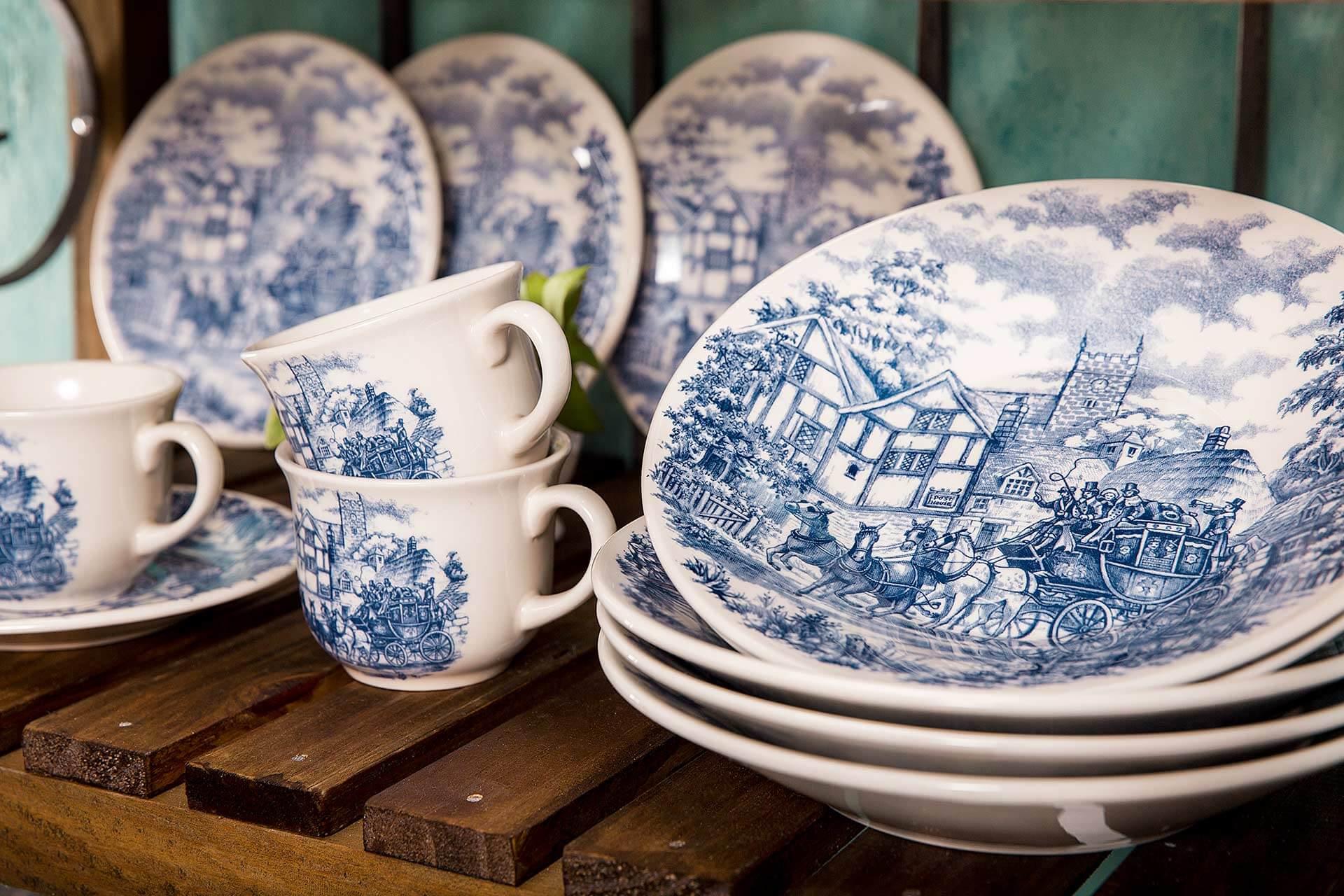 Imagem: A decoração Cena Inglesa é um clássico que faz uma viagem ao passado, trazendo paisagens históricas retratadas em tons de azul.