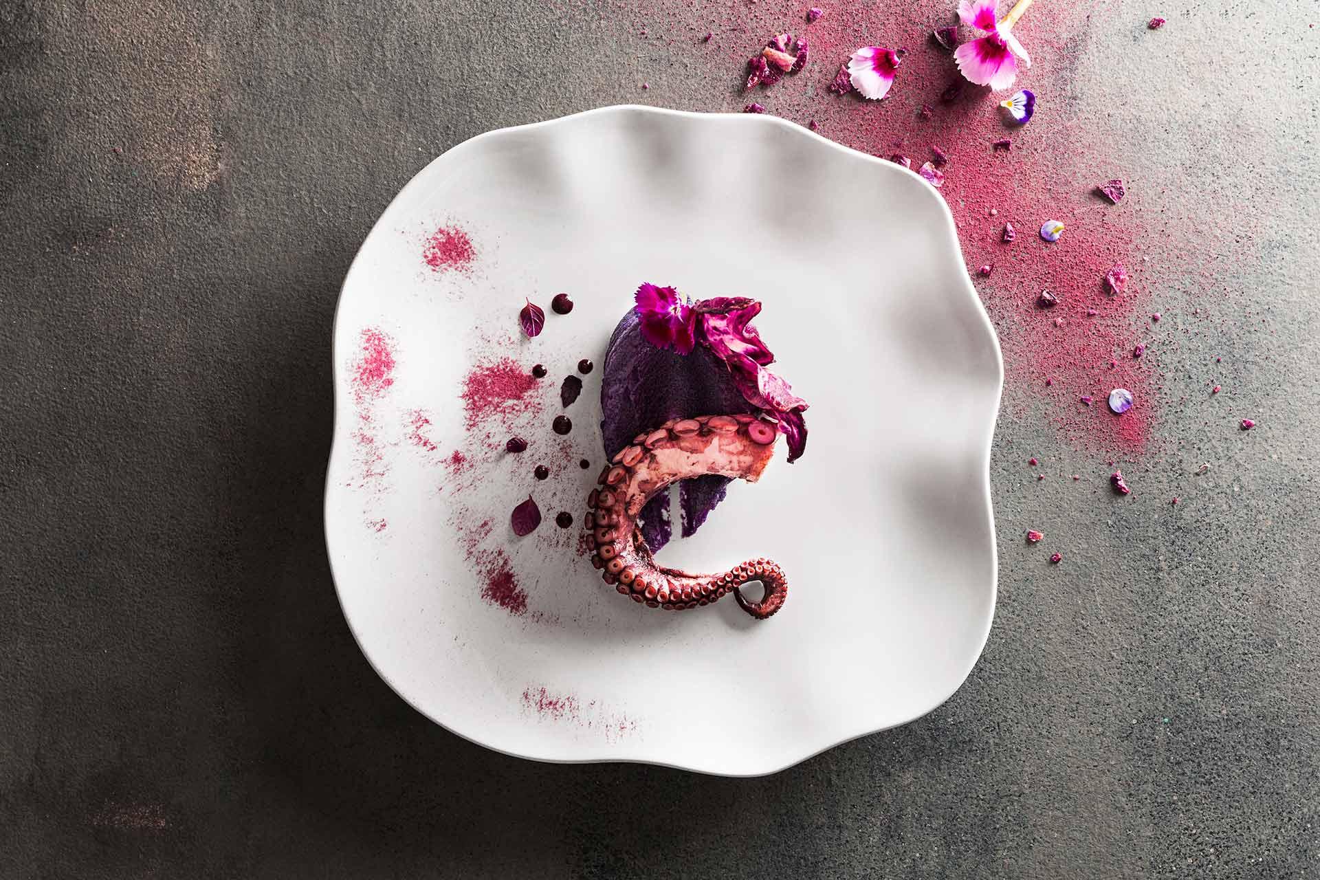 Imagem: O prato Zen é perfeito para soltar a criatividade gastronômica. Com formato irregular, a inspiração veio da filosofia japonesa que busca a beleza no imperfeito.