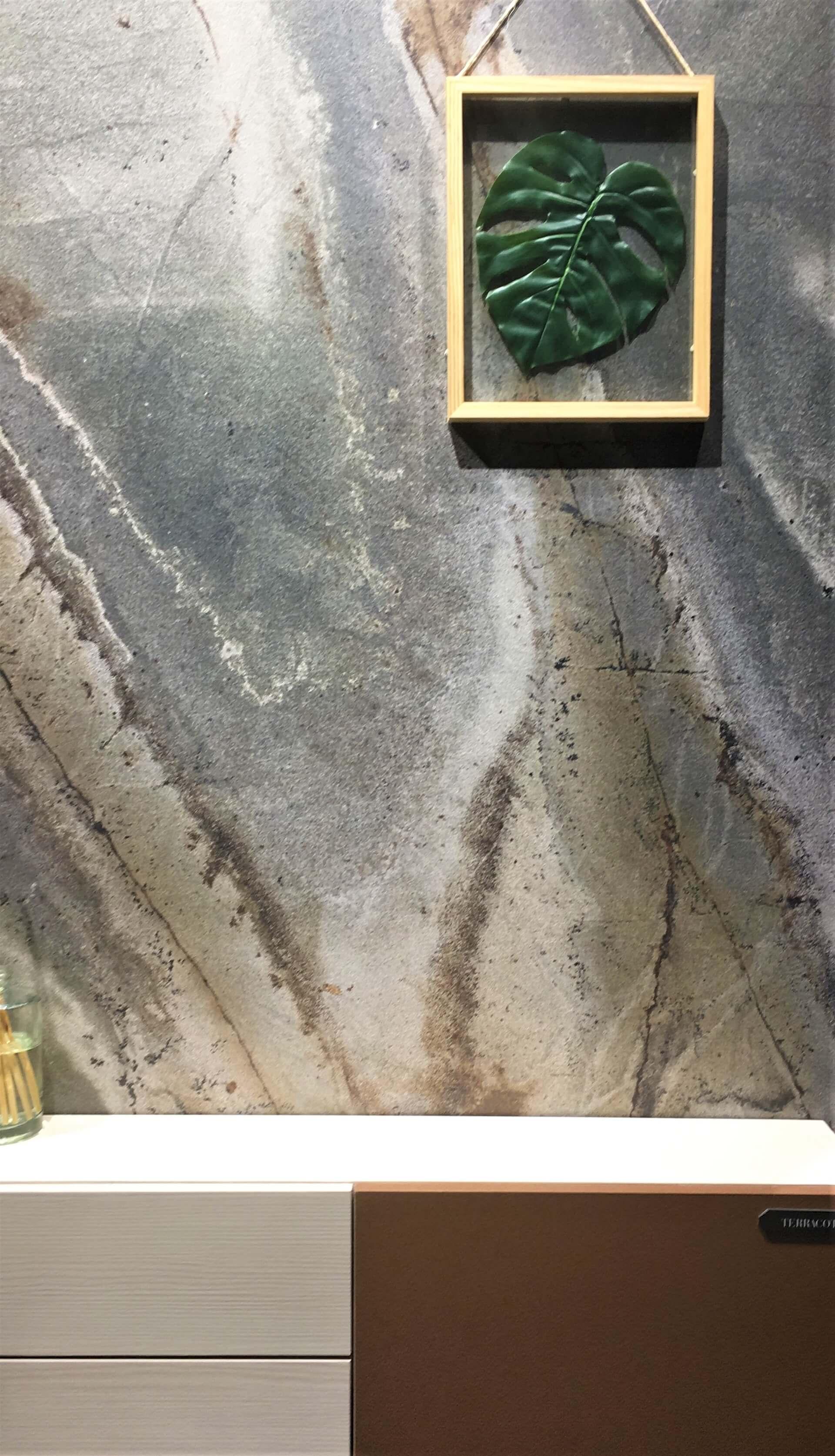 Imagem: Painel de MDF marmorizado da Linha Magma da Guararapes, lançamento da Exporevestir 2019. Foto: Arquiteca Projetos.