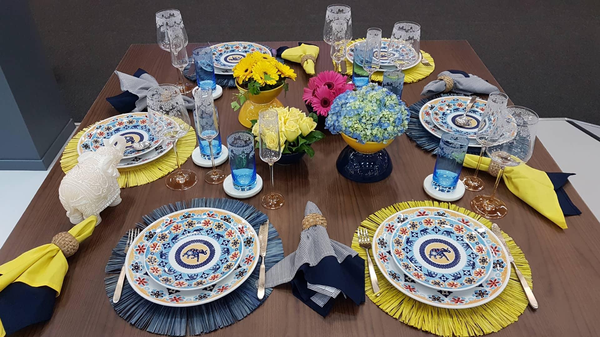 Imagem: As delicadas estampas do jogo de jantar Coup Shanti, da Oxford Porcelanas, agora estão também nas taças de cristal da Oxford Alumina Crystal. Foto: Divulgação