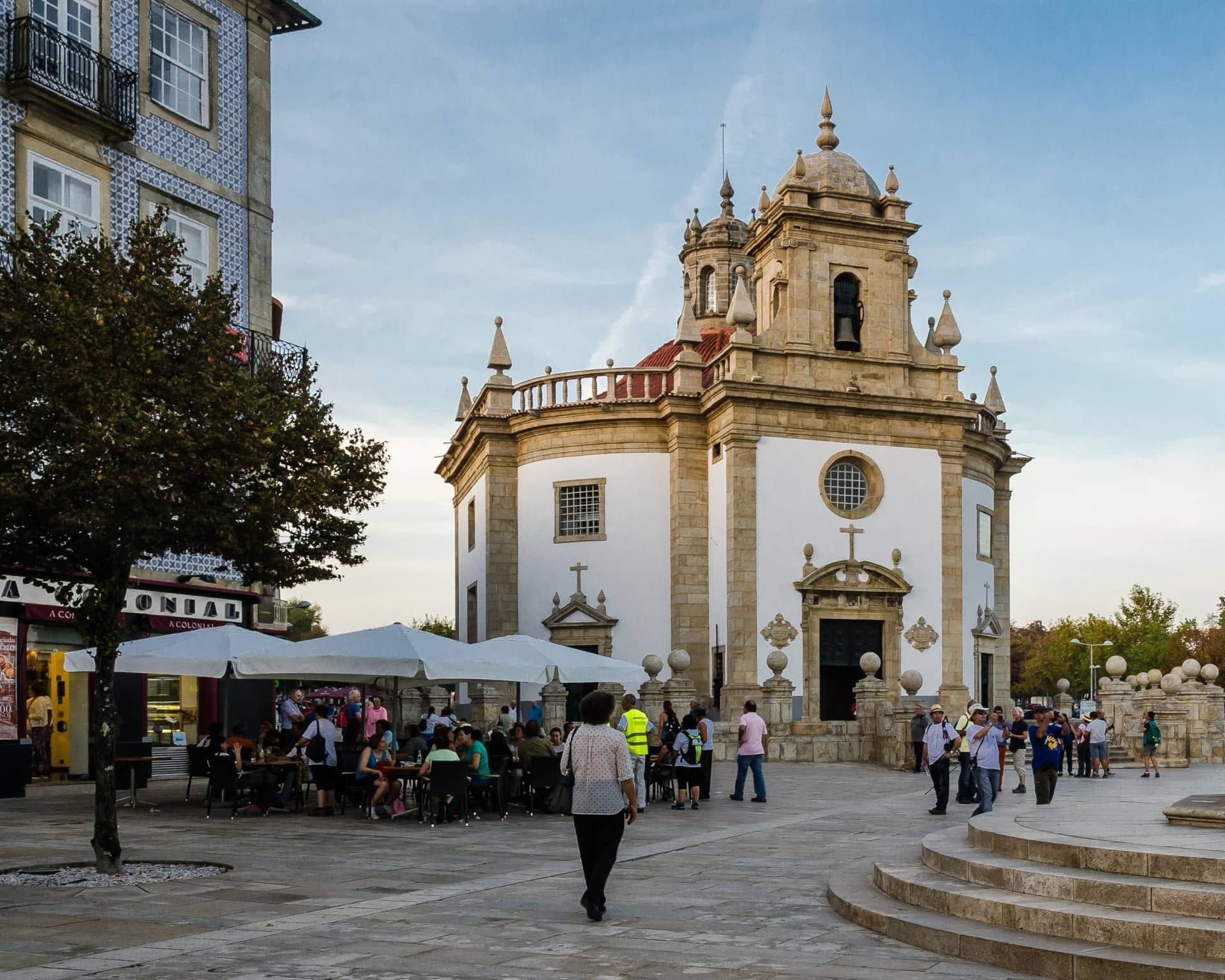 Imagem: Templo do Senhor Bom Jesus da Cruz, na Avenida da Liberdade.
