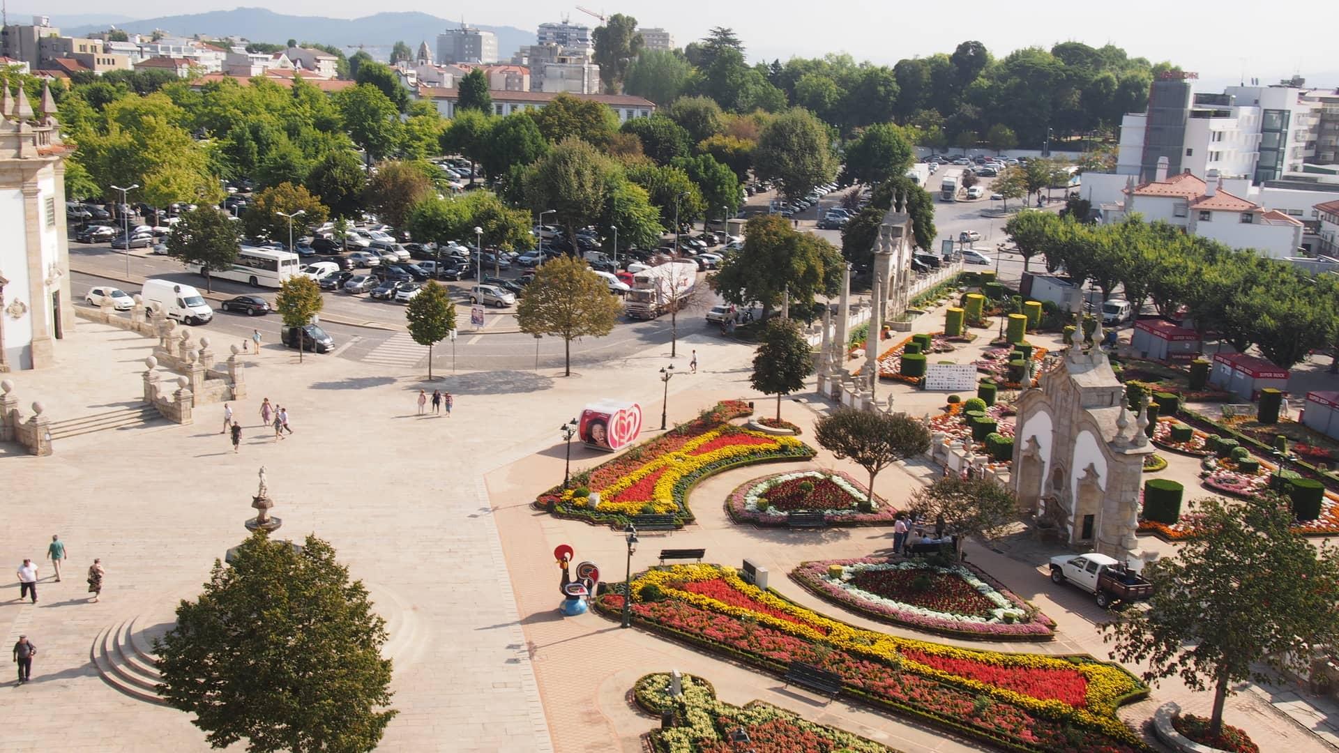 Imagem: Jardim das Barrocas, em frente ao Templo do Senhor Bom Jesus da Cruz.