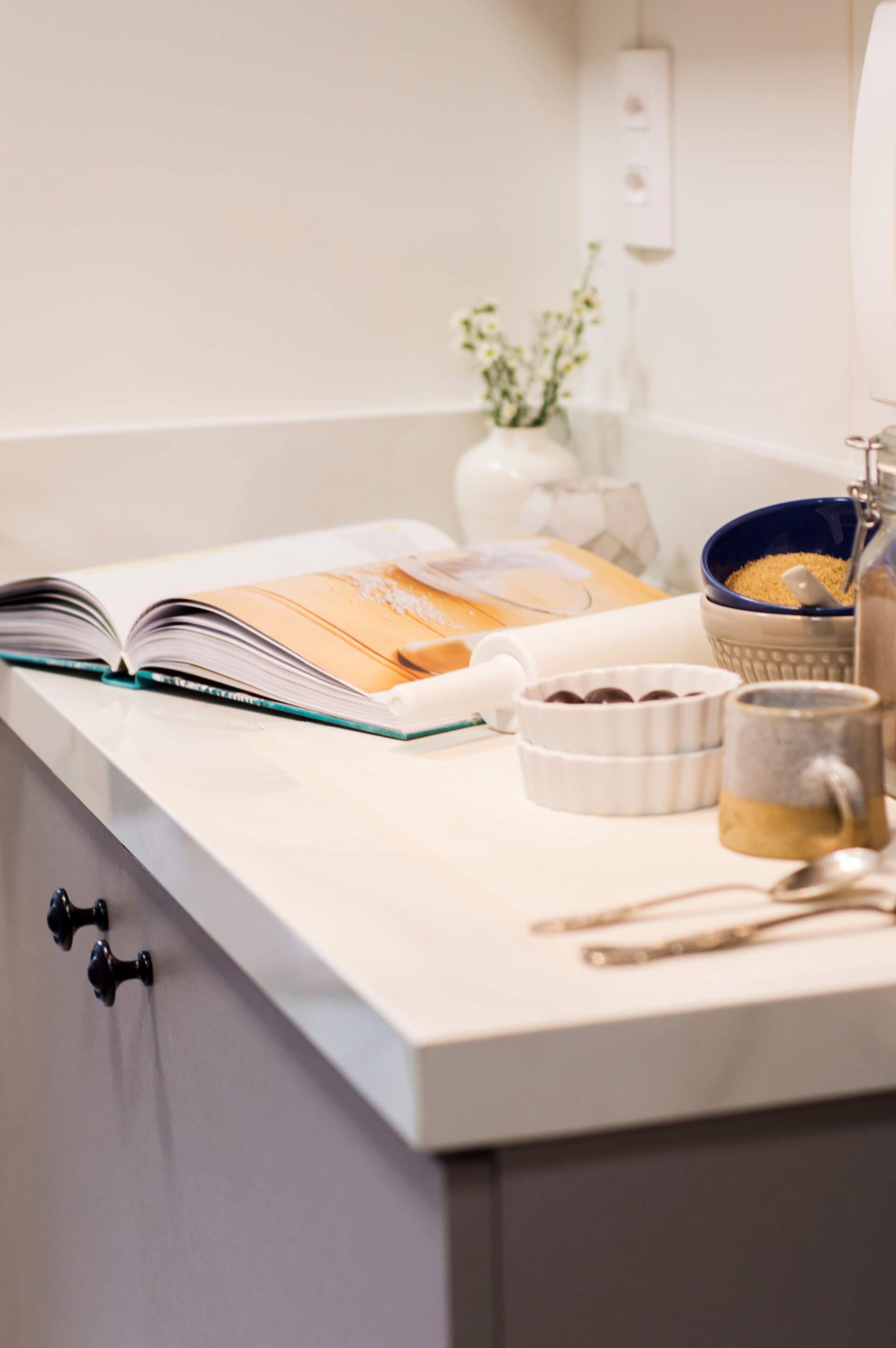 Imagem: Use objetos que te despertem memórias afetivas que você gostaria de ter ao preparar um cafezinho. Projeto: Arquiteca Projetos Afetivos. Foto: Nadya Costa.