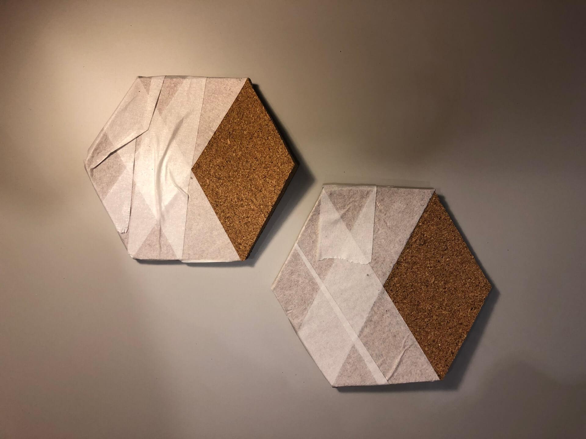 Imagem: Passo 3: espaço a ser pintado demarcado com fita crepe. Foto: Arquiteca Projetos.