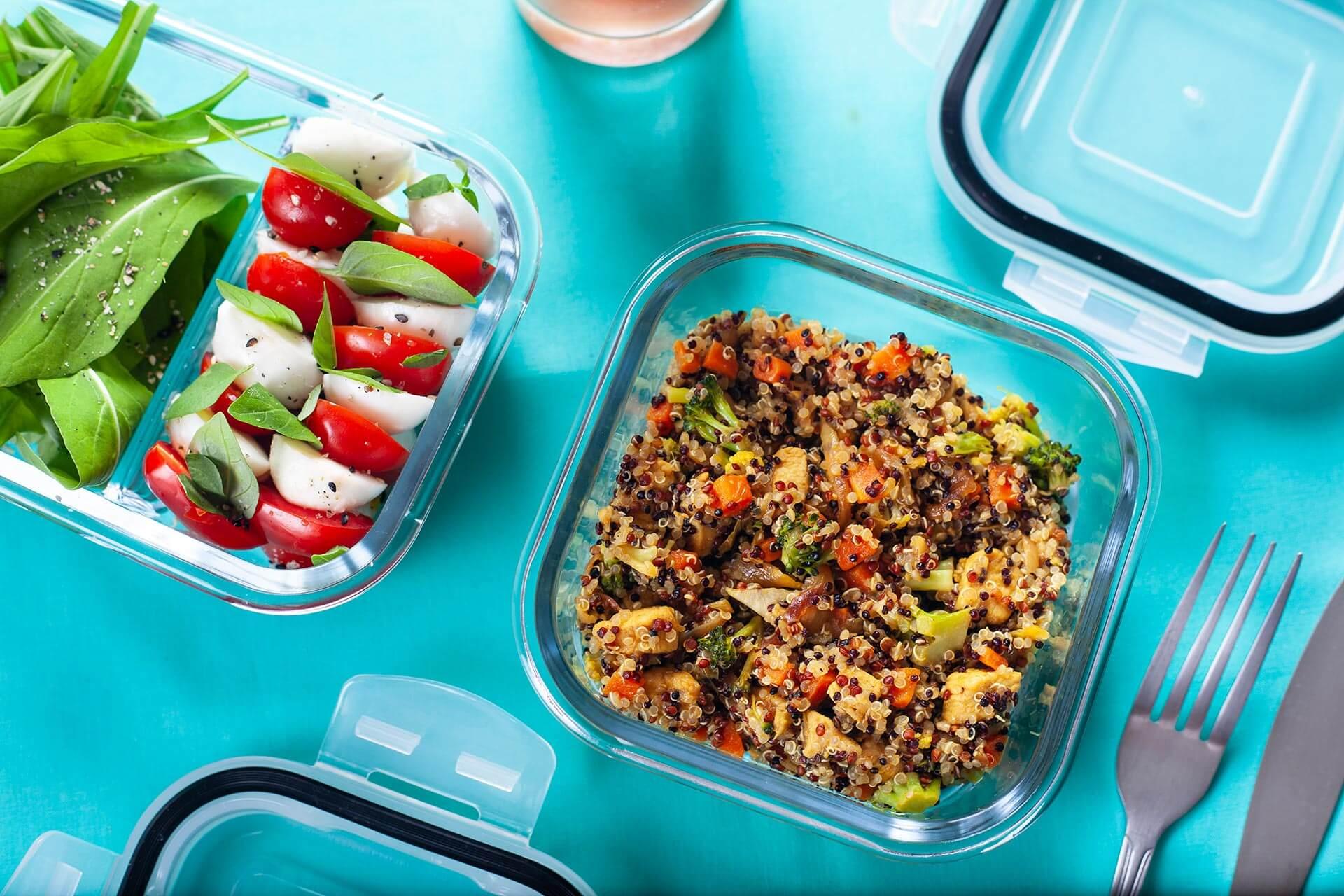 """Imagem: Da série """"marmitas incríveis"""": couscous de quinoa com salada Caprese! Foto: Na Minha Panela."""