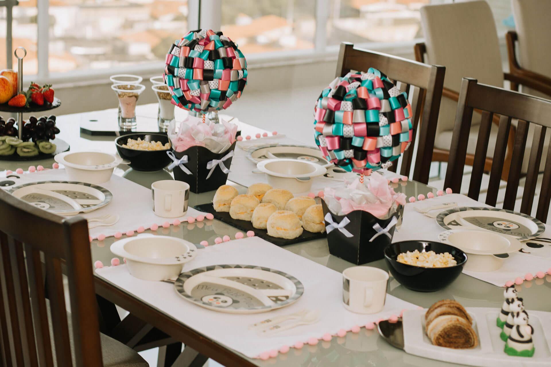Imagem: Mesa maravilhosa para o Dia das Crianças! Foto: Amanda Melo/Blog Between Tea and Coffee.