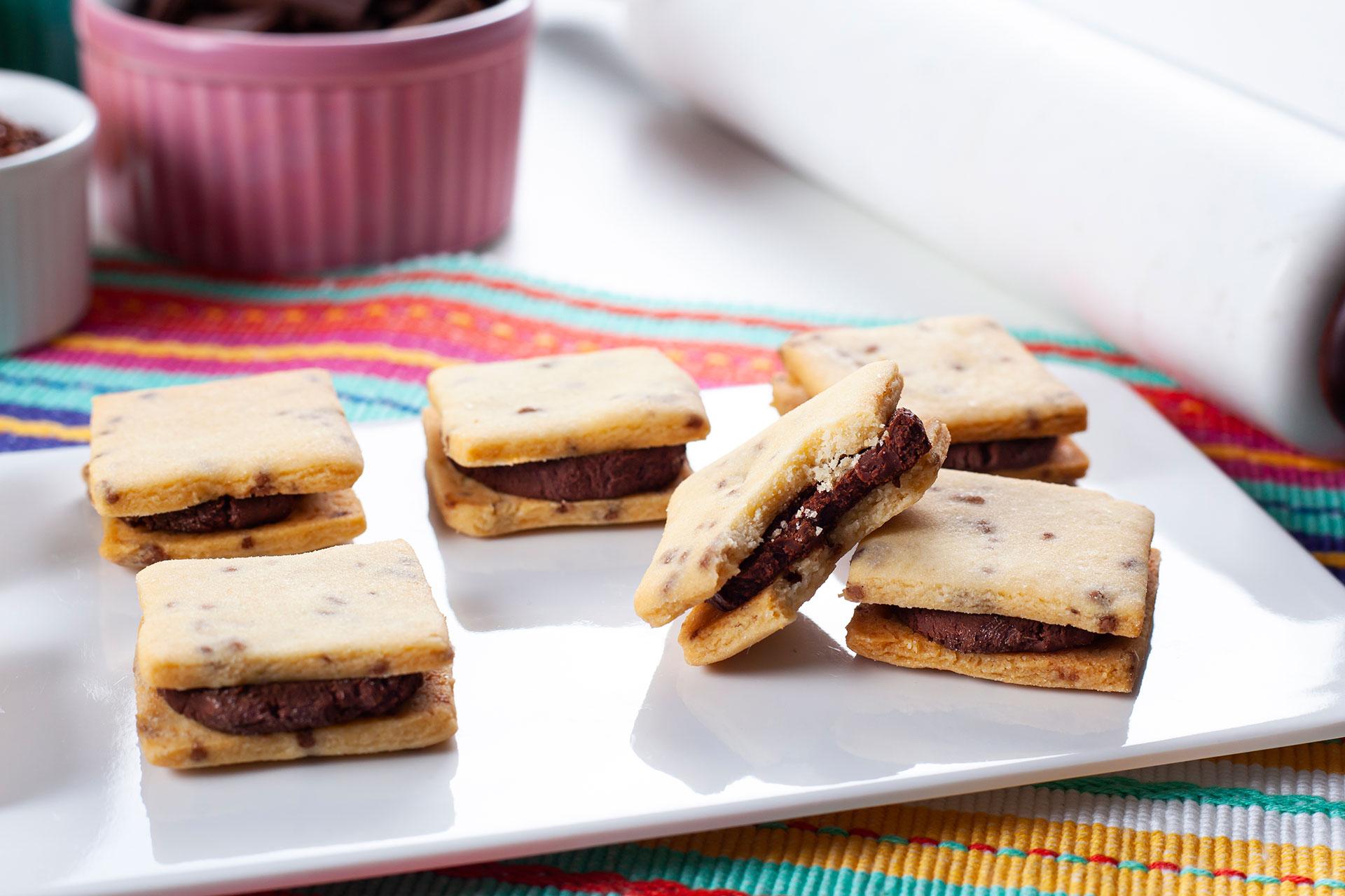 Imagem: Procurando uma receita simples e muito gostosa? Sem dúvida esse biscoito recheado super fácil é a escolha perfeita! E você ainda pode variar no preparo e deixar do jeito que você mais gostar de comer essa delícia. Foto: Na Minha Panela.