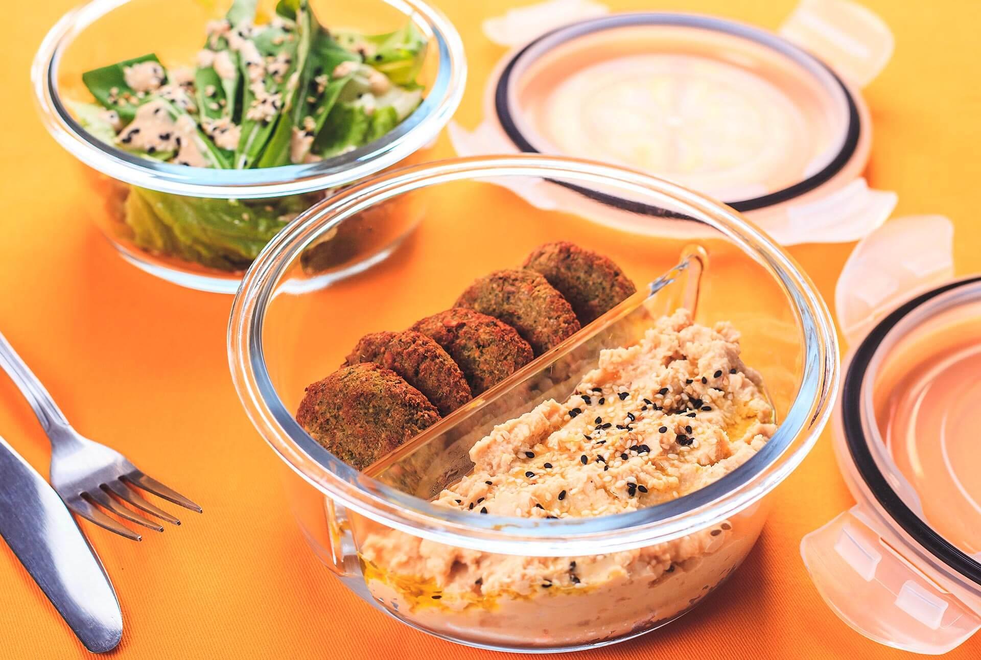 Imagem: Marmita de falafel com homus. Foto: Na Minha Panela.