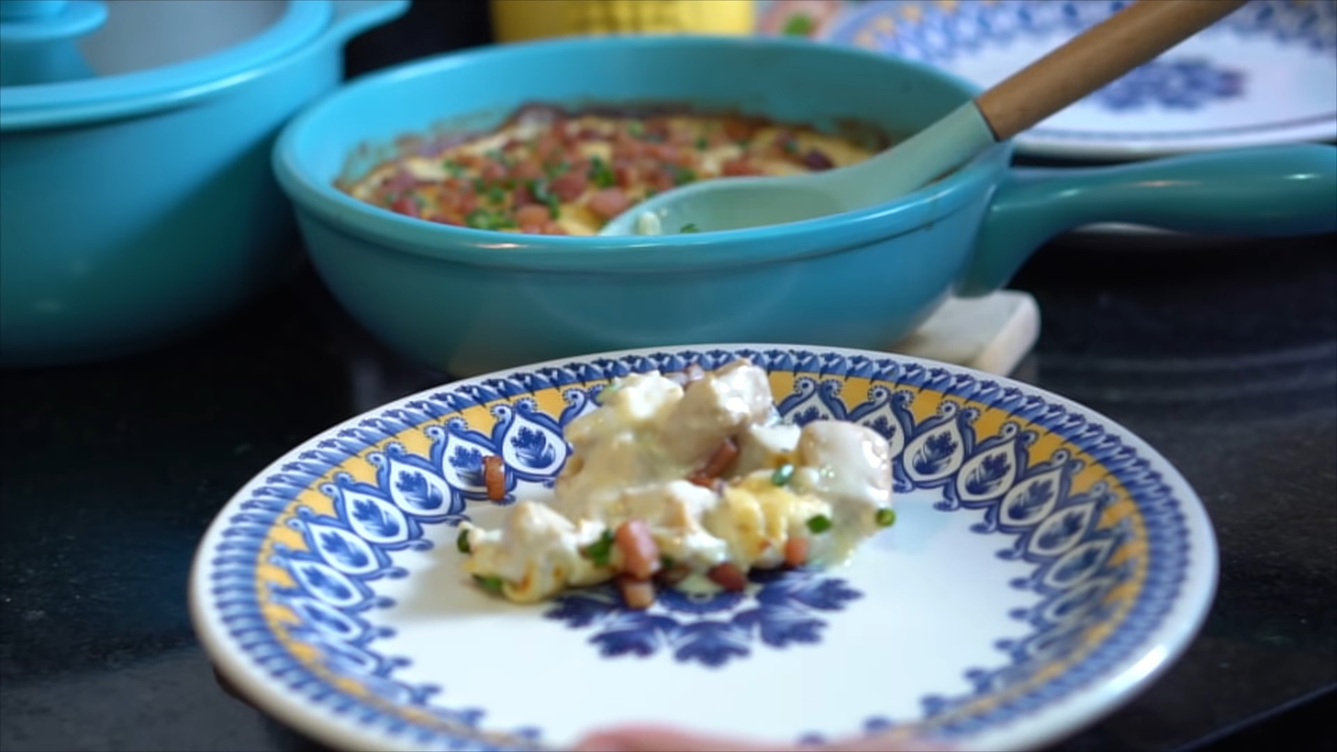 Imagem: Frango ao creme branco e bacon, receita do Panelaterapia.