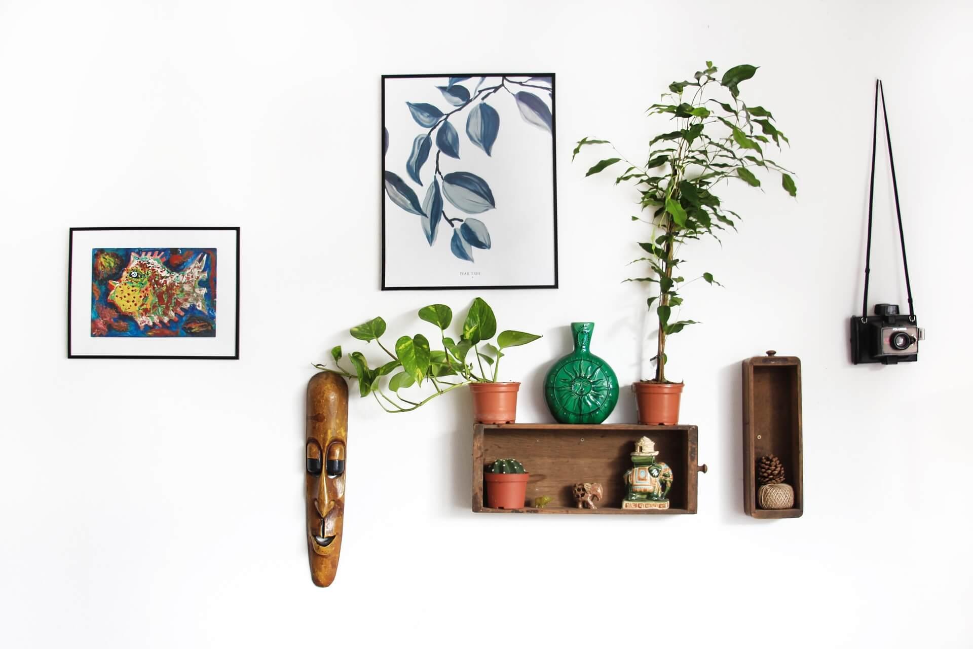 Lembranças de viagens como quadros, souvenirs e escultura vão deixar a casa com a sua personalidade.