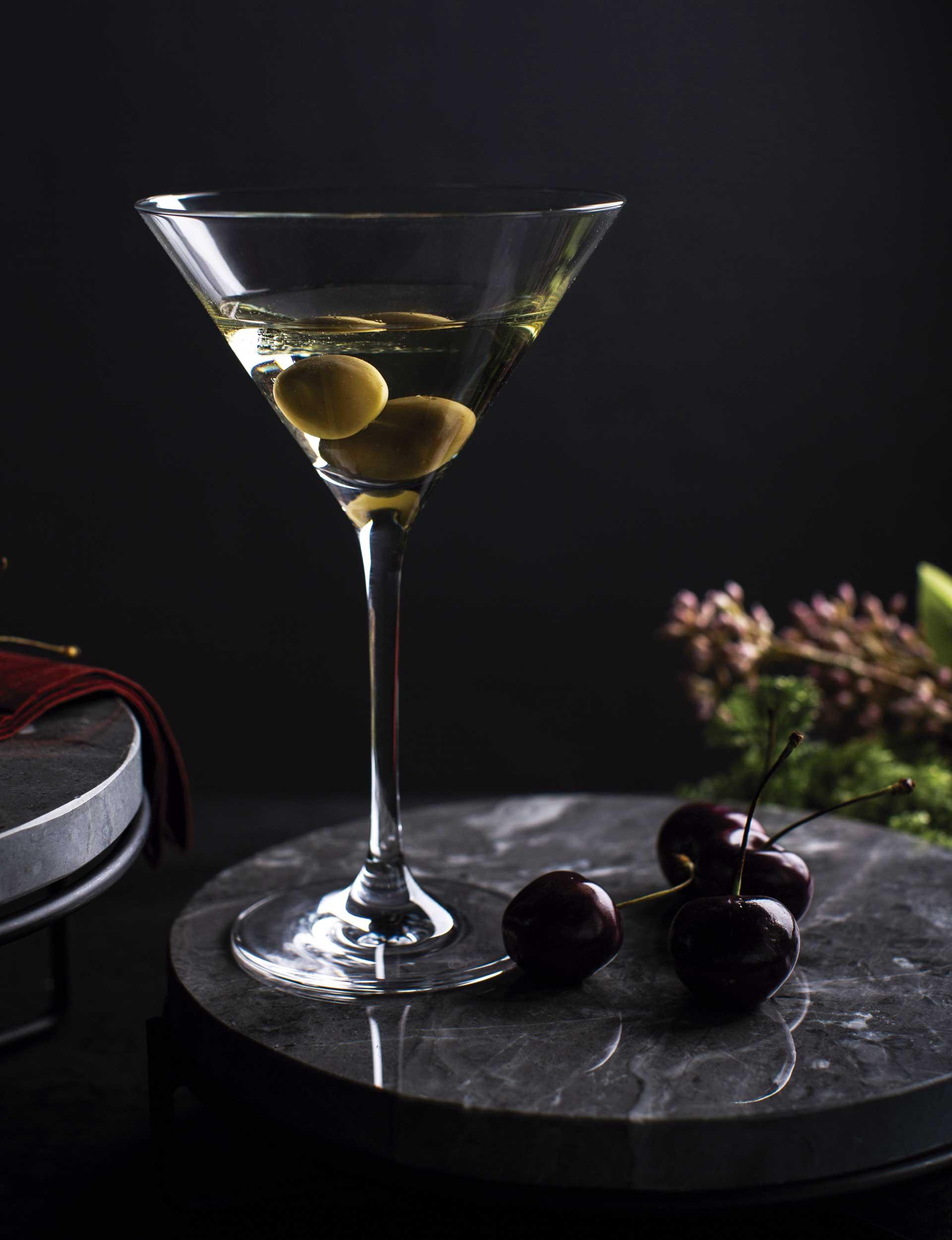 """Texto: Taça Martini da Oxford Alumina Crystal: formato cônico e um clássico para os """"short drinks"""". Foto: Humberto Furtado."""