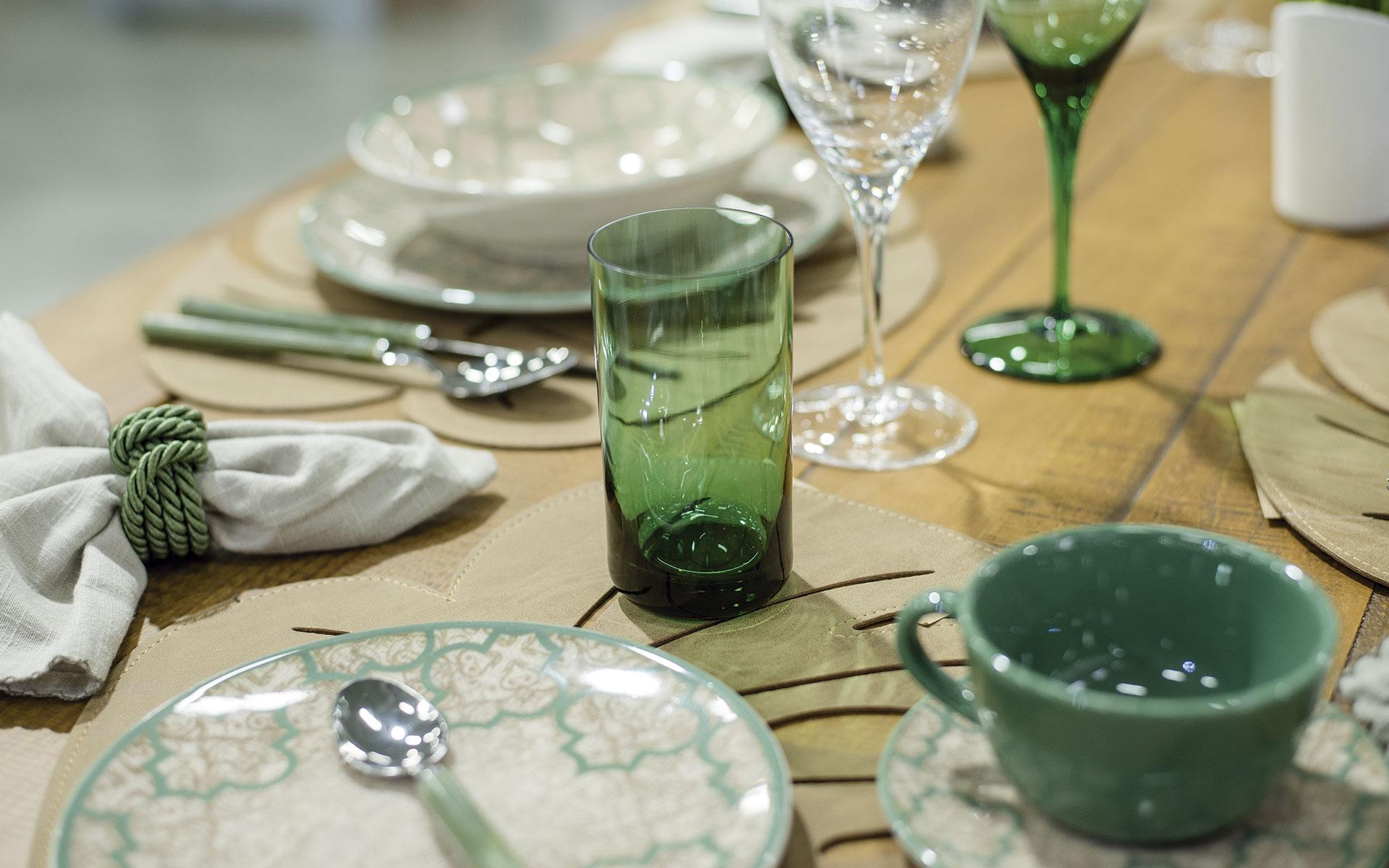 Texto: O copo de suco colorido pode trazer mais alegria à mesa! Foto: Karla Rudnick.