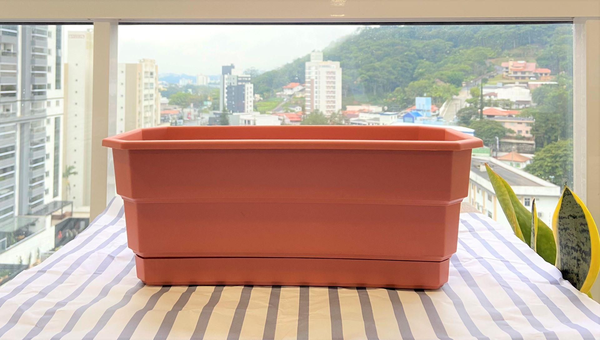 Para o nosso passo a passo, escolhemos um formato de vaso bem conhecido pelos brasileiros: a jardineira.Foto: Arquiteca Projetos.